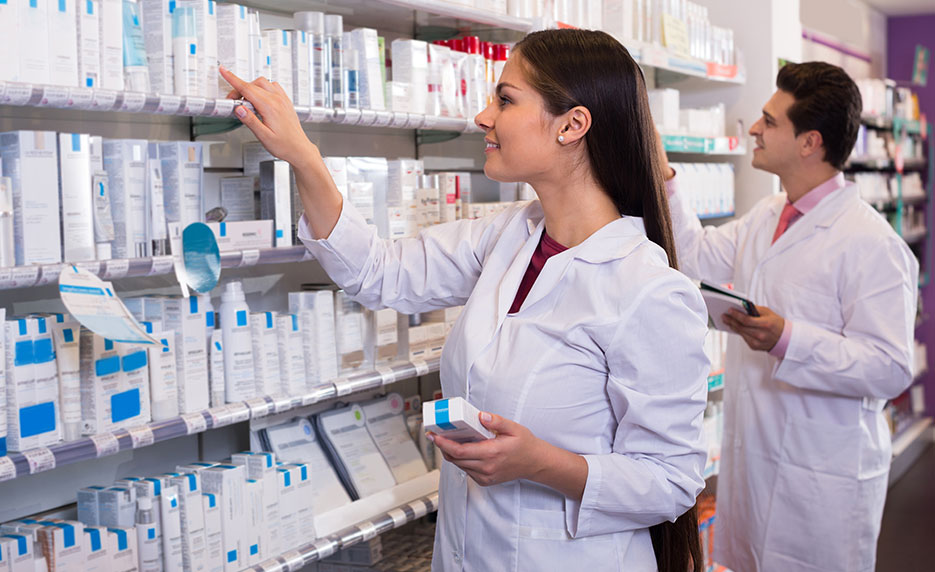 Explore a Career as a Pharmacy Technician